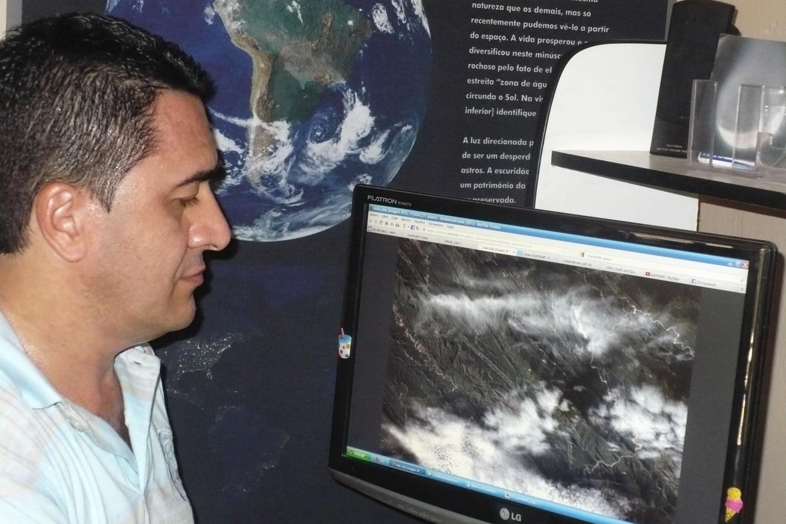 O astrônomo durante a execução do projeto